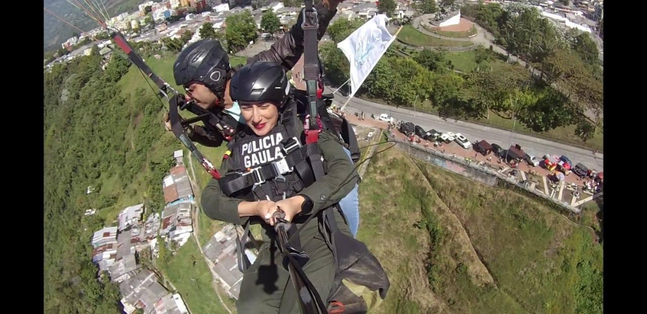 policia_vuelta_parapente_manizales